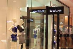Bebe-Mode-Bekleidungsgeschäft Stockfoto