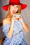Bebedor adolescente del café Fotografía de archivo libre de regalías