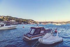 Bebek区Bosphorus,伊斯坦布尔沿海看法  免版税库存照片