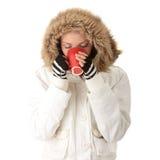 Beber adolescente da menina do inverno Fotos de Stock Royalty Free