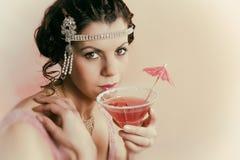 beber da senhora do vintage dos anos 20 Fotografia de Stock Royalty Free