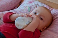 Beber do bebê imagens de stock royalty free