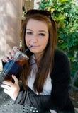 Bebida adolescente foto de archivo libre de regalías