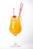 Bebida alaranjada do cocktail com limão e cereja Foto de Stock Royalty Free