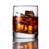 Bebida alcoólica com gelo Imagens de Stock Royalty Free