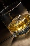 Bebida alcoólica na tabela de madeira Imagens de Stock
