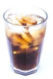 Bebida alcohólica de Cuba Libre, coque con la bebida sin alcohol del hielo Fotos de archivo libres de regalías