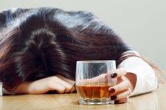 Bebida alcohólica y el dormir Fotografía de archivo libre de regalías