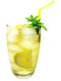 Bebida amarela da limonada com gelo fotografia de stock