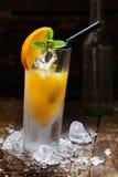 Bebida anaranjada del alcohol fotografía de archivo