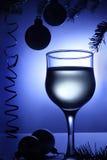 Bebida azul de las decoraciones de la Navidad. Chucherías de Navidad. Imágenes de archivo libres de regalías