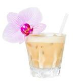 Bebida beige de Creamsicle con el flawer Foto de archivo