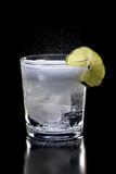 Bebida burbujeante con la cal. Fotografía de archivo