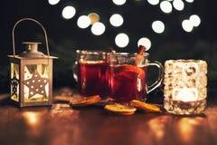 Bebida caliente de la Navidad con las especias Fotos de archivo libres de regalías