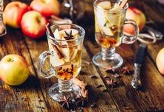 Bebida caliente de la sidra de Apple imagen de archivo