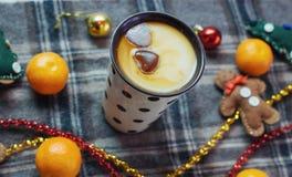 Bebida caliente del Año Nuevo Bebida de la tarde de la Feliz Navidad Leche para S Foto de archivo