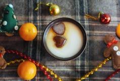 Bebida caliente del Año Nuevo Bebida de la tarde de la Feliz Navidad Leche para S Imagenes de archivo
