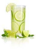 Bebida com cal e hortelã Fotografia de Stock Royalty Free