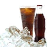 Bebida da cola com gelo fotografia de stock royalty free