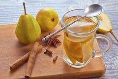 Bebida da queda e do inverno com peras Imagens de Stock Royalty Free