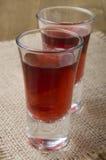 Bebida da vodca da morango em um vidro Fotos de Stock Royalty Free