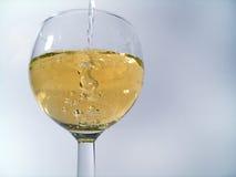 Bebida de derramamento imagem de stock
