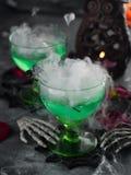 Bebida de Dia das Bruxas imagens de stock