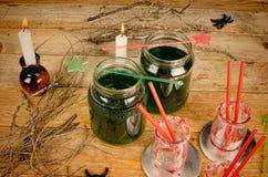 Bebida de Halloween del verde de Scarry Imágenes de archivo libres de regalías