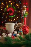 Bebida de la Navidad con la galleta hecha en casa del chocolate Fotografía de archivo
