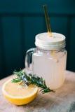 Bebida de Rosemary y del pomelo Imágenes de archivo libres de regalías