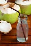 Bebida del agua del coco fotos de archivo libres de regalías