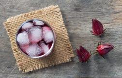 Bebida del agua del roselle de la visión superior Imágenes de archivo libres de regalías