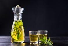 Bebida del alcohol de la marijuana en una botella Foto de archivo libre de regalías