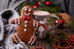 Bebida del chocolate caliente o del cacao en taza con lindo Fotos de archivo libres de regalías