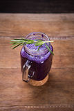 Bebida del Smoothie de la col imagen de archivo