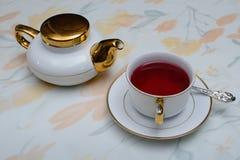 Bebida del té de pétalos color de rosa 2 Fotografía de archivo