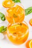 Bebida del verano con la naranja y la albahaca Imágenes de archivo libres de regalías