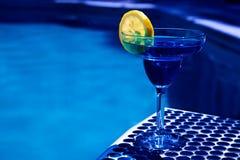 Bebida del verano con la rebanada de limón Foto de archivo