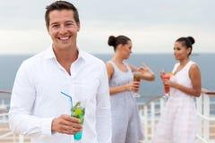 Bebida do cocktail do homem Fotos de Stock