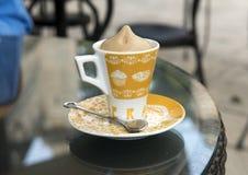Bebida do gelado do café, café Della Villa, Locorotondo, Itália imagem de stock royalty free