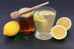 Bebida do mel e do limão Fotografia de Stock Royalty Free