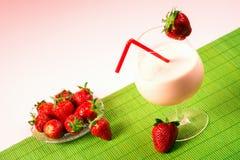 Bebida do milk shake da morango Fotografia de Stock Royalty Free