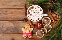 Bebida do Natal O copo do chocolate quente com marshmallows, parte superior vie foto de stock
