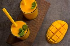Bebida do verão indiano do lassi da manga imagem de stock