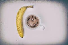 Bebida e banana do chocolate quente Imagem de Stock Royalty Free