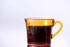 Bebida efervescente y taza vieja Fotos de archivo