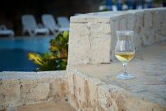 Bebida em um feriado tropical Fotos de Stock Royalty Free