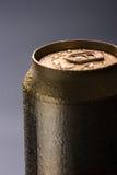 Bebida en la batería el rocío cubierto fotos de archivo libres de regalías