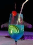 Bebida en la playa Foto de archivo