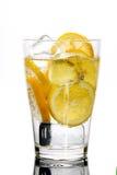 Bebida fresca con el limón Foto de archivo libre de regalías